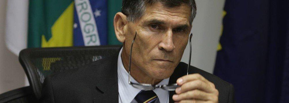 GENERAL ENQUADRA OLAVO E DIZ QUE GURU DO CLÃ É DESEQUILIBRADO
