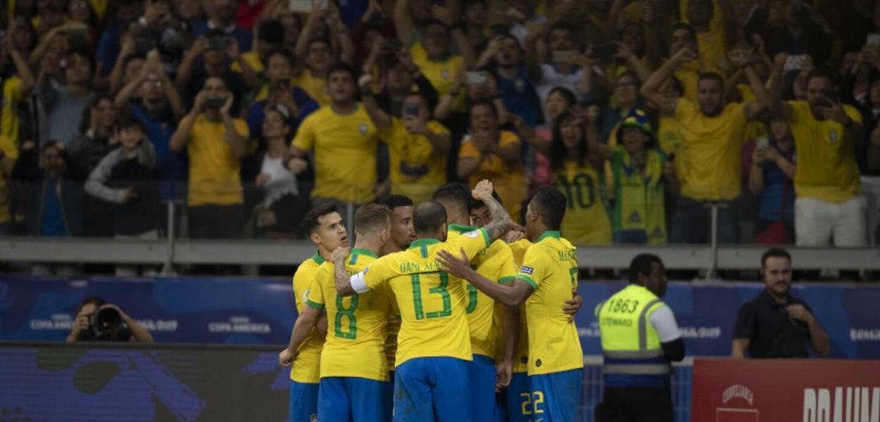 Ingerência de Bolsonaro na CBF viola Estatuto da Fifa e pode tirar o Brasil da Copa do Mundo